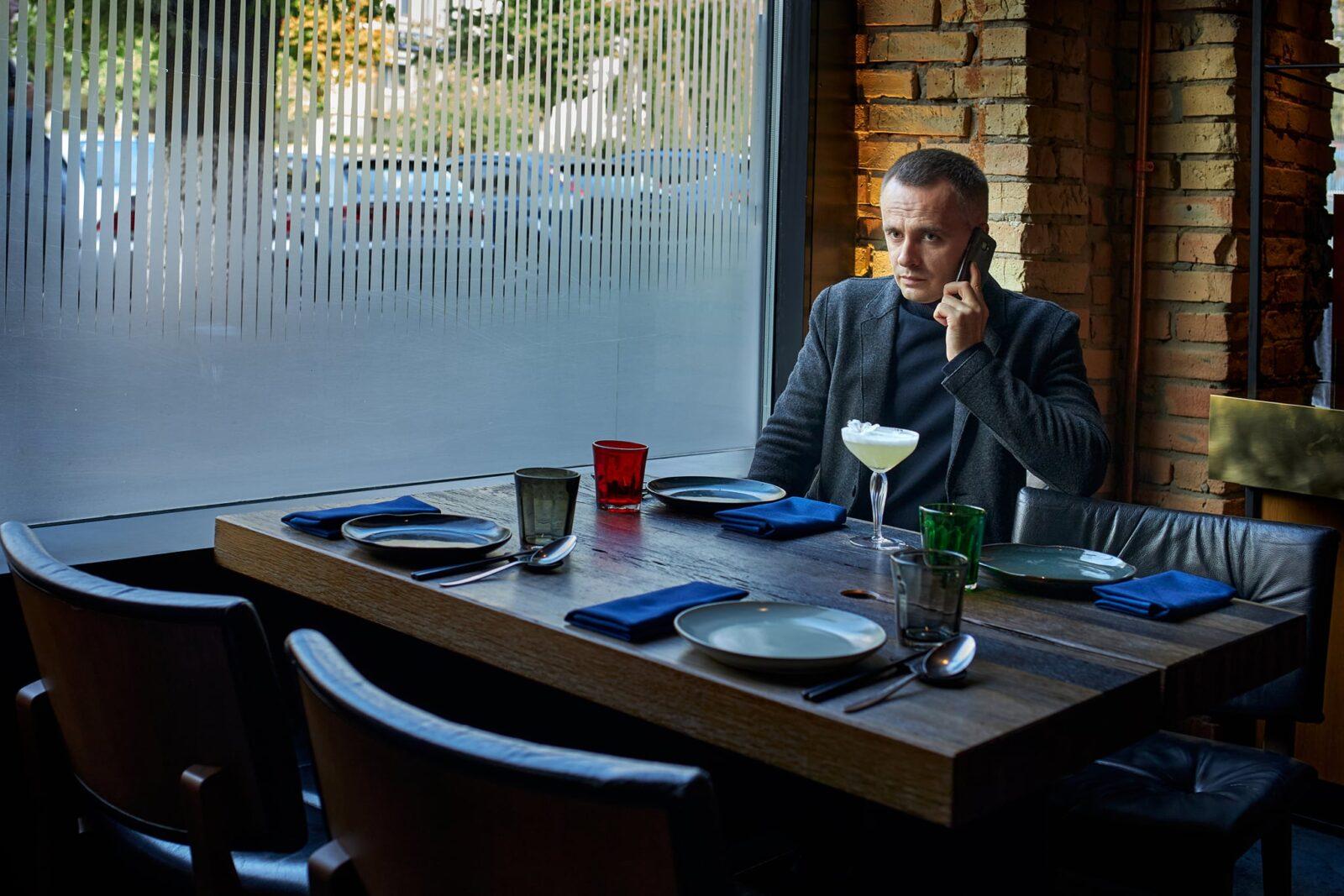 Бизнес портрет в офисе или студии. Деловая фотосессия на выезде и в студии